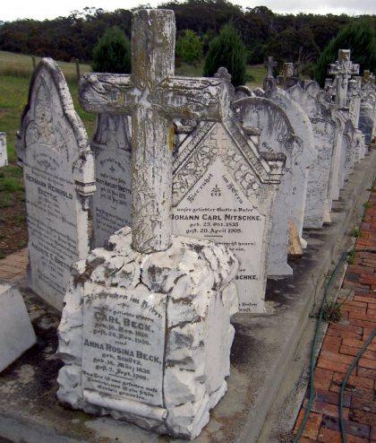 Groby w Lobethal_edited